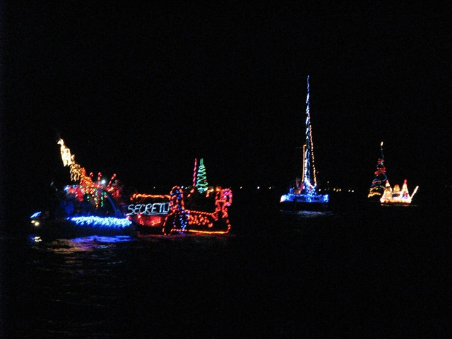 Holiday Boat Lighting Parade