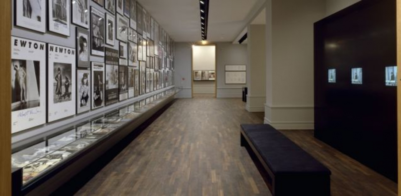 Museum fr fotografie helmut newton polaroids 60