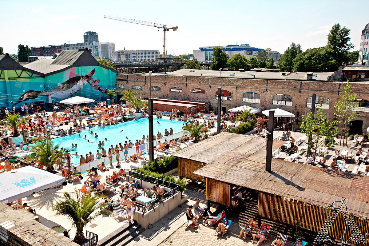 Berlin Carnival Pool Party