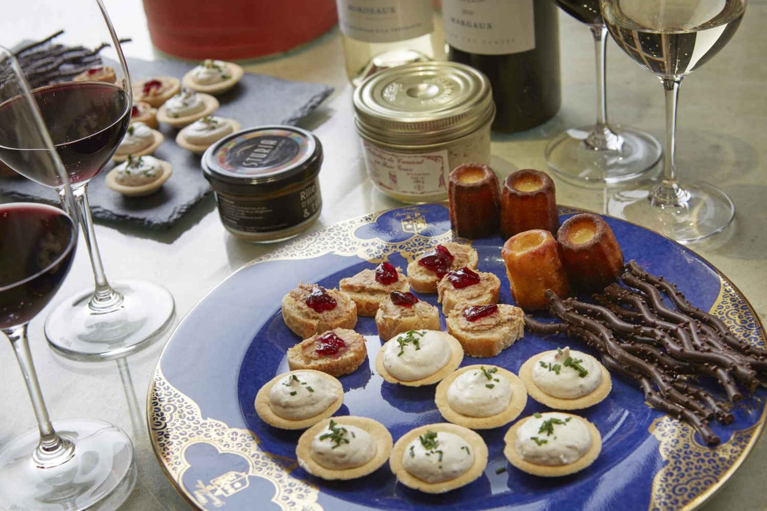 Margaux Wine Chateaux Tour with Tastings and Lunch