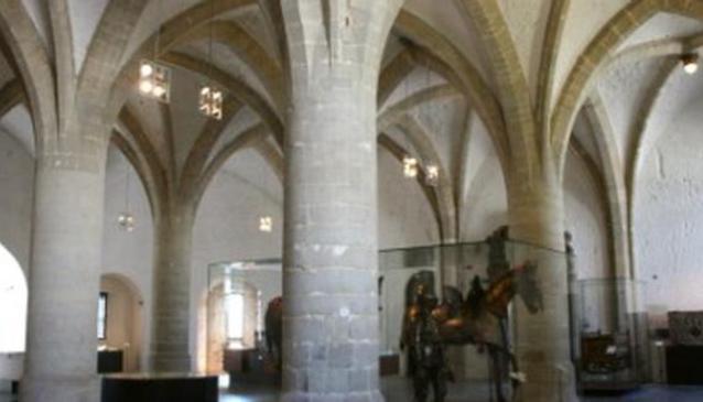 Porte de Hall (Hall Gate)