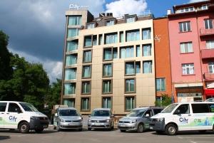 Sofia: Small-Group Sofia Airport to Borovets Transfer
