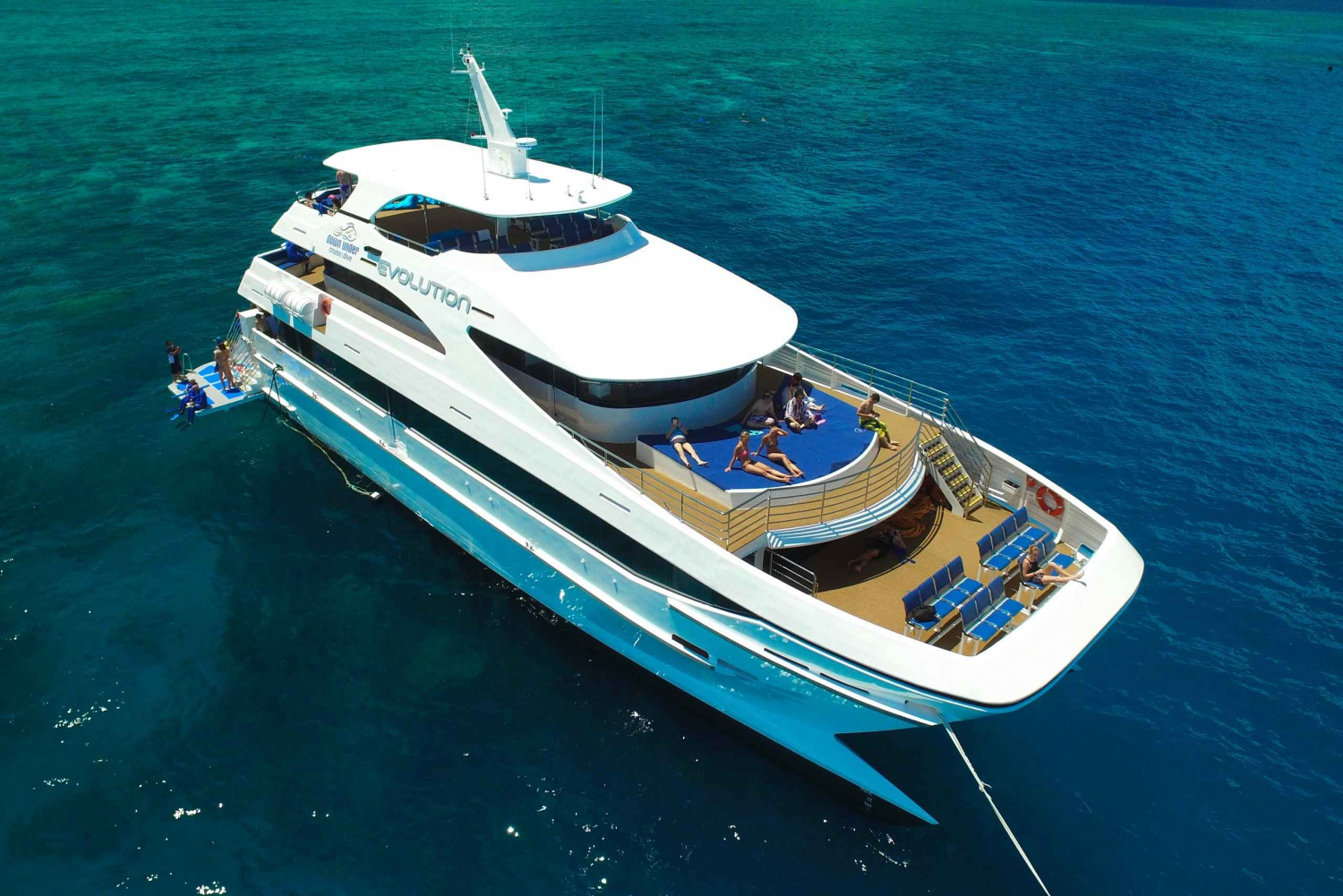 Outer Great Barrier Reef Full-Day Tour & Live Music