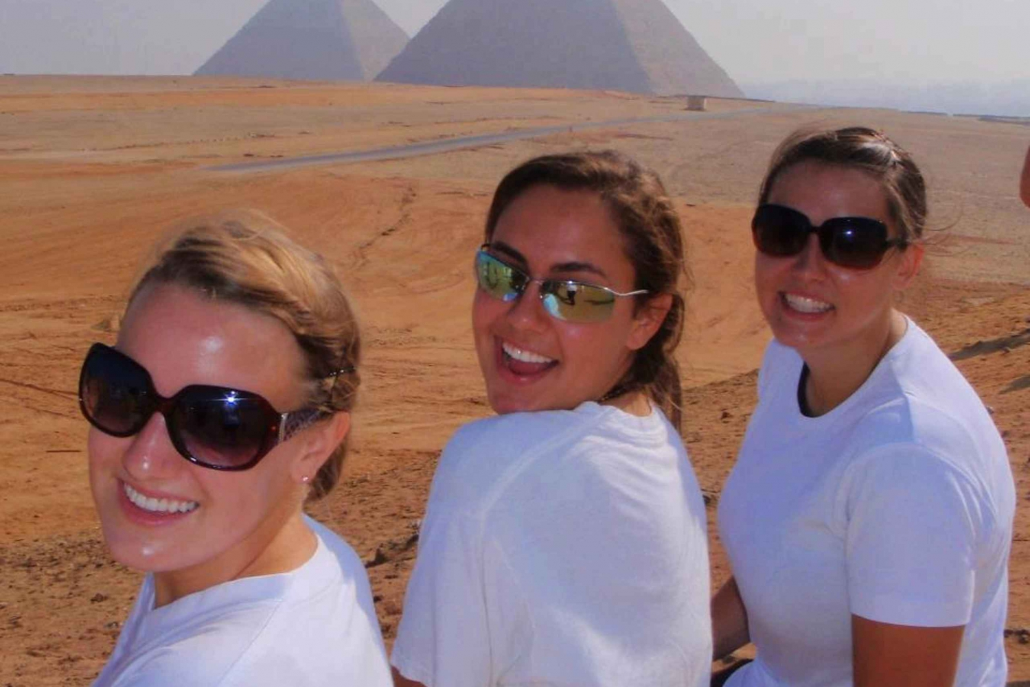 Giza Pyramids & Egyptian Museum from Hurghada by Bus