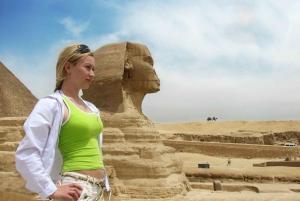 Hurghada: Day Trip to Pyramids, Memphis & Sakkara by Flight