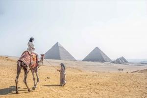 Pyramids, Bazaar, Citadel Tour with Photographer