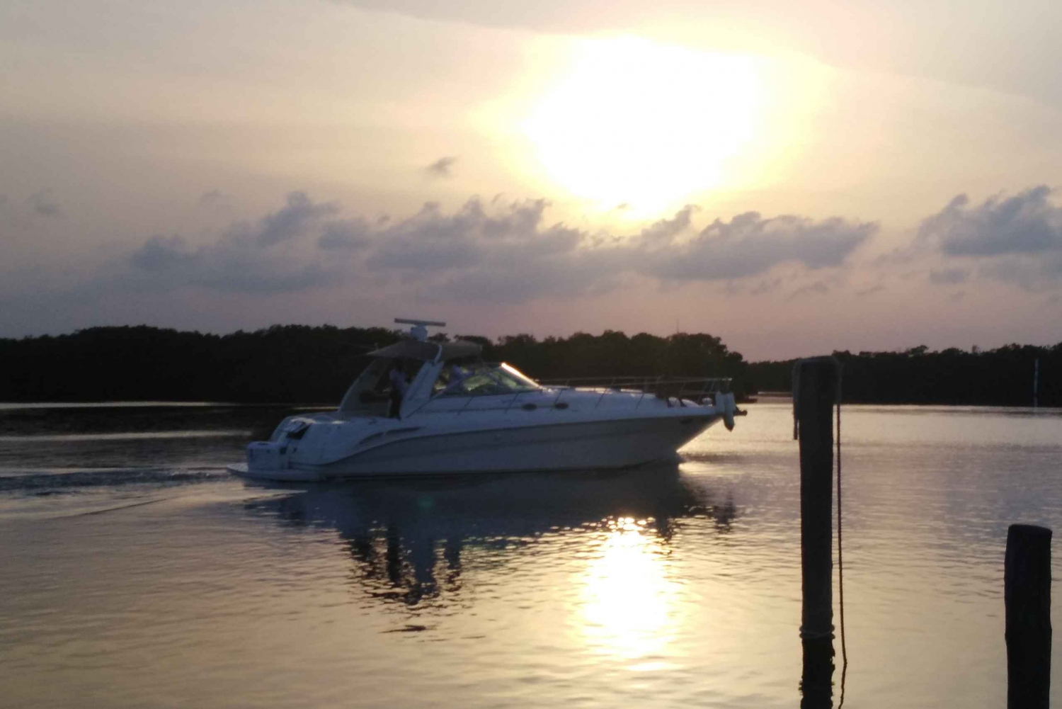 2-Hour Luxury Private Sunset Yacht Excursion
