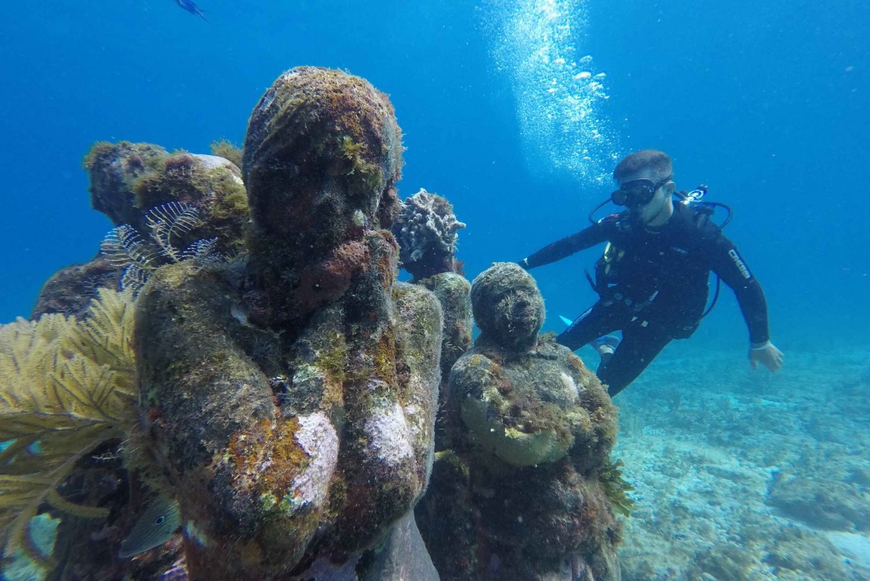 Beginners Underwater Museum & Reef Scuba Diving