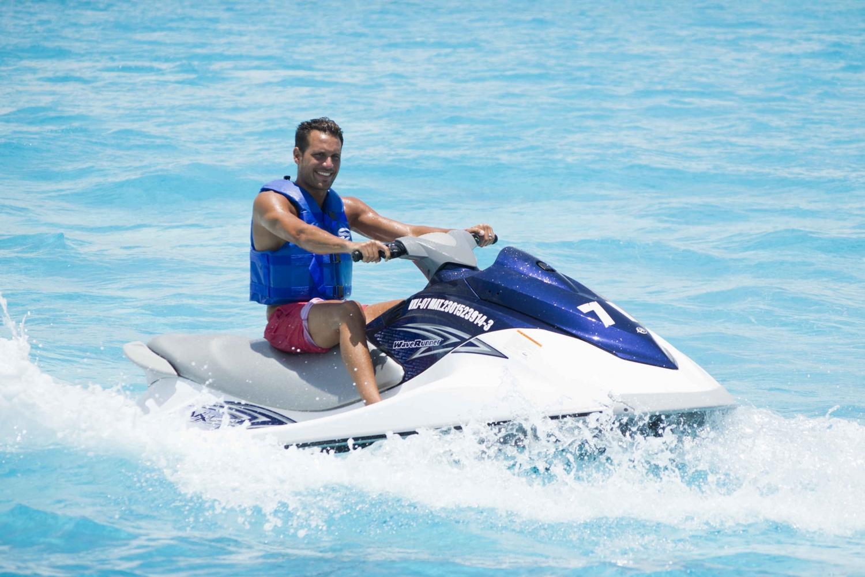 Cancun Lagoon: Wave Runner Ride