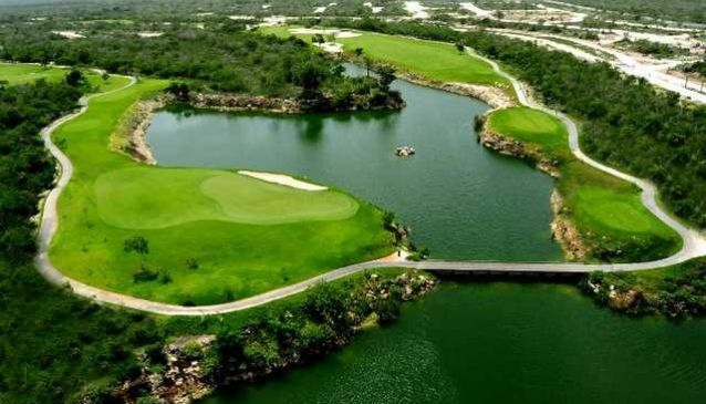 El Jaguar Golf Course
