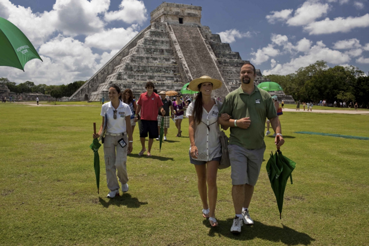 Xcaret Plus and Chichén Itzá Deluxe Combo Tours
