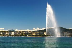 From Geneva: Day Trip to Chamonix & Geneva City Tour