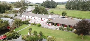 Donegal House - Irish Hotel and Campervan Park - Kaikoura