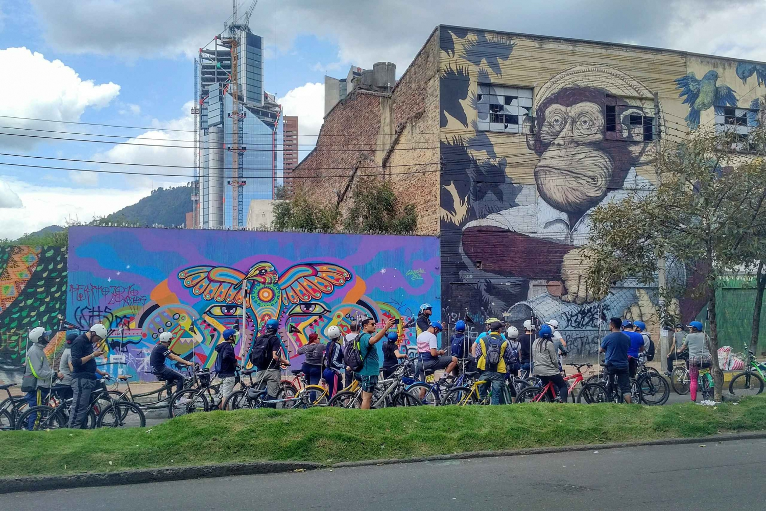 Bogota: Half-Day Graffiti and Street Art Bike Tour