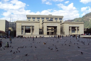 Bogotá: Private Candelaria Walking Tour with Gold Museum