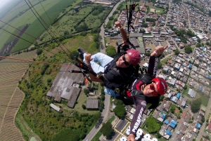 Cali: 15-Minute Paragliding Experience
