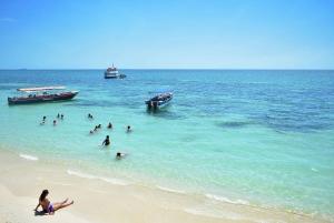 Cartagena: 4 Rosario Islands Day Tour with Snorkel & Lunch