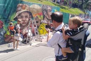 Medellín: Comuna 13 Graffiti Tour with Local Guide
