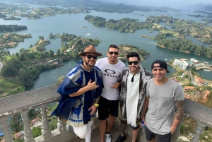 Medellín: Guatape Village and Coffee Tour