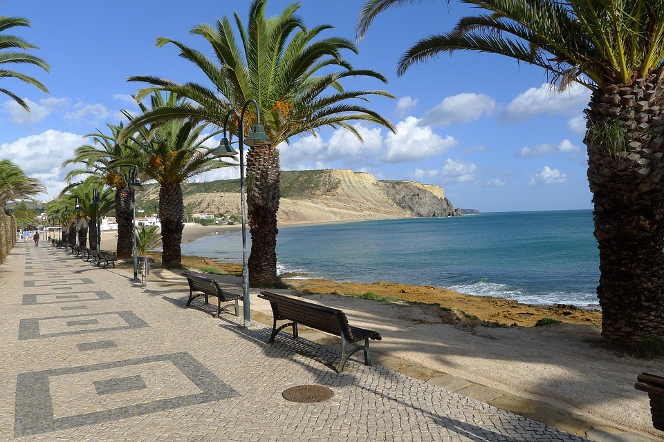 Best Beaches for Families in Algarve