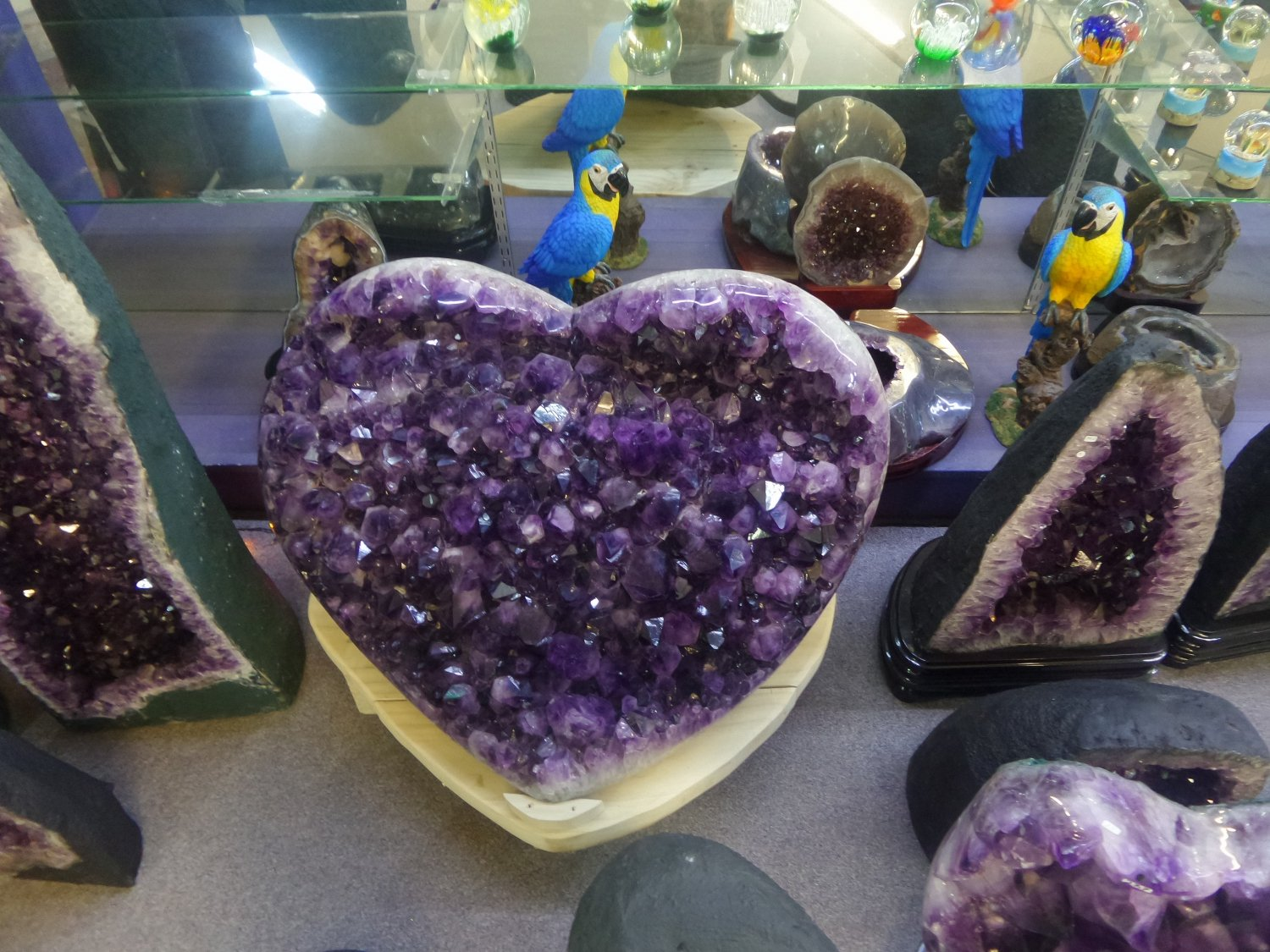 Crystal Mountain In West Auckland Jewelry Shop Museum And Theme Park My Guide Auckland