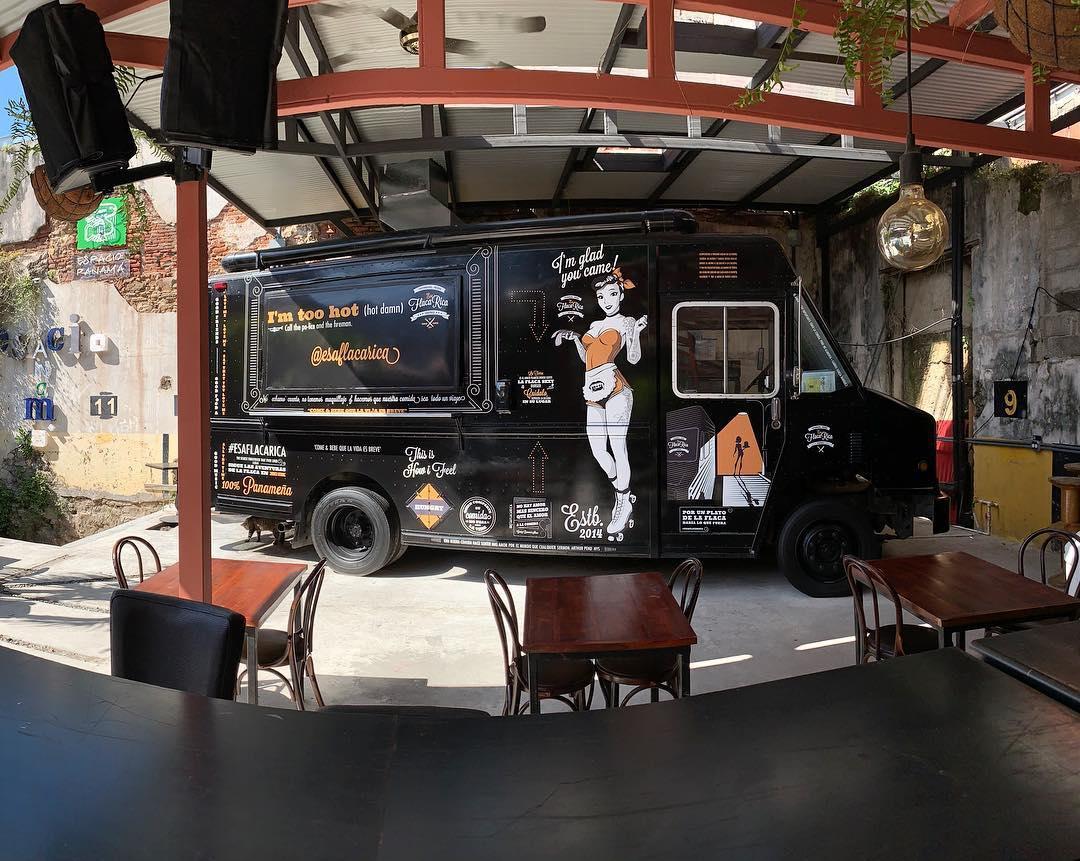 Esa Flaca Rica, hamburgers with Panamanian 'boom'
