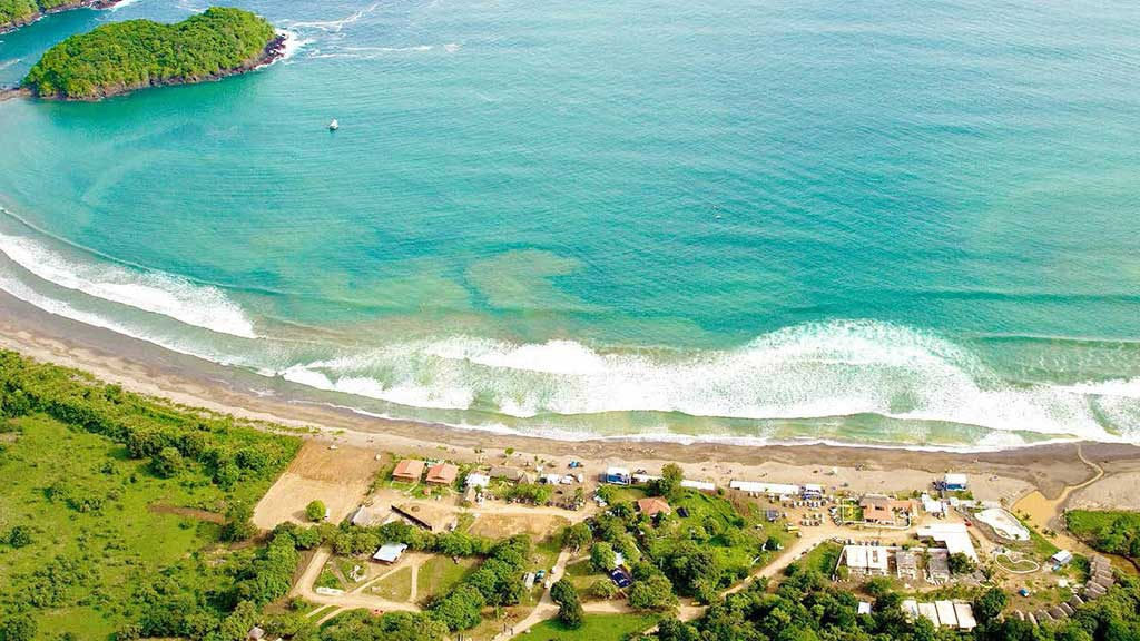 Meet Venao - The beach of the surfers of Panama