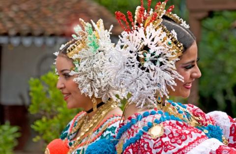 Parade of the Thousand Polleras adorns Las Tablas