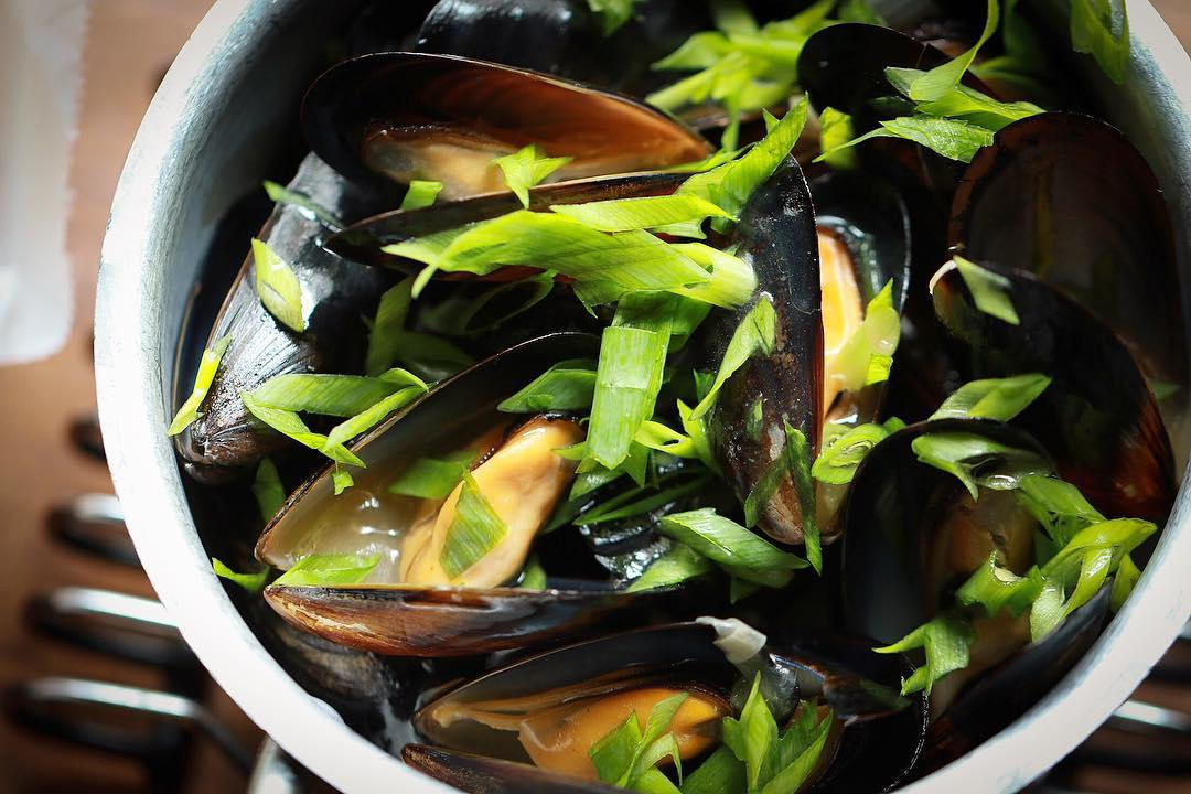The mussels, a dish with Belgian flag - accompanied with best draft beer in Casco Antiguo of Panama