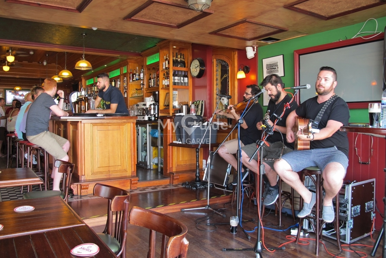 Trad Session at O'Neills Irish Bar, Vilamoura
