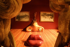 From Girona: Dalí Museum and Girona Small Group Tour