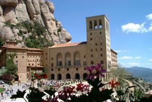 From LLoret de Mar: Full-Day Trip to Montserrat