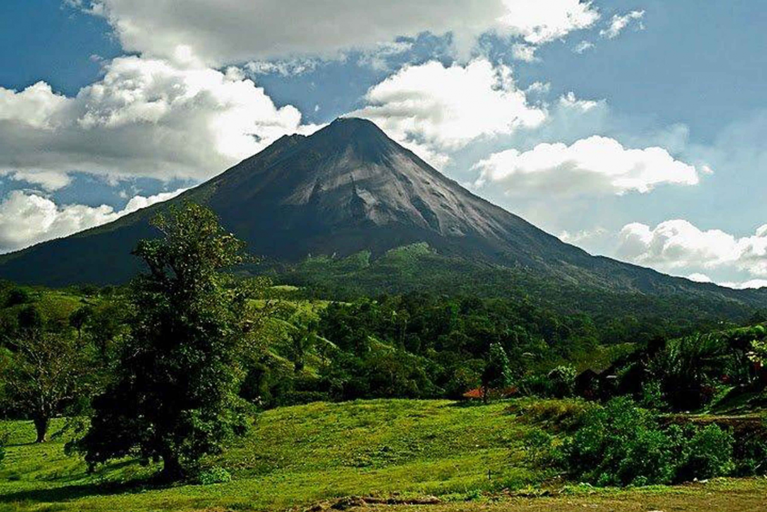 Arenal Volcano: Hike and Hot Springs Tour from San Jose