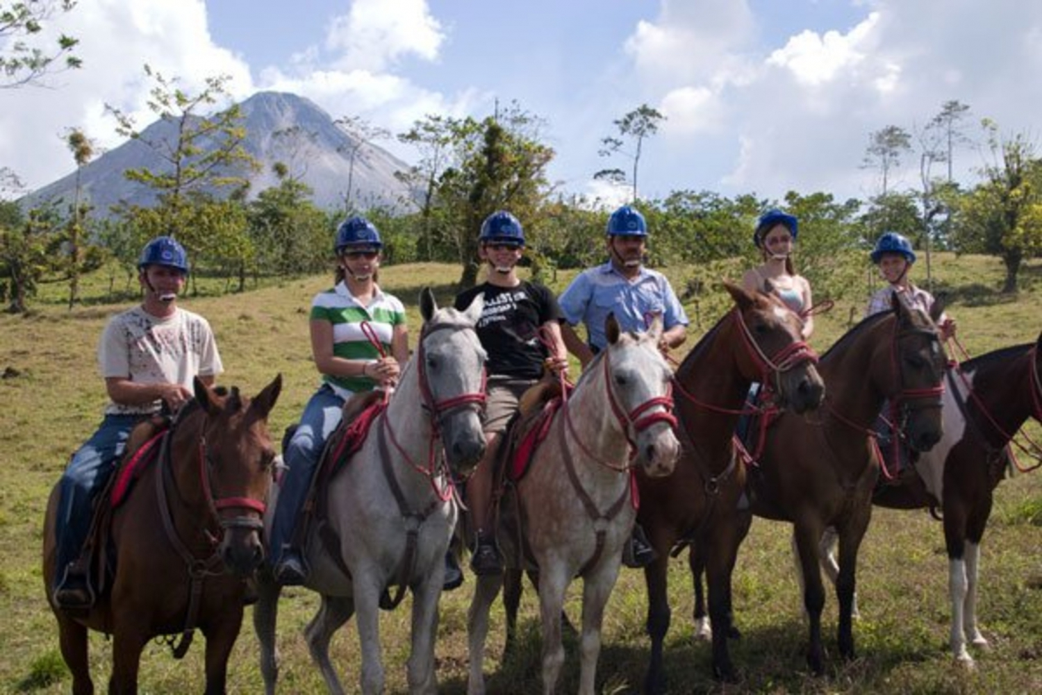 La Fortuna to/from Monteverde: 5-Hour Tour by Horseback