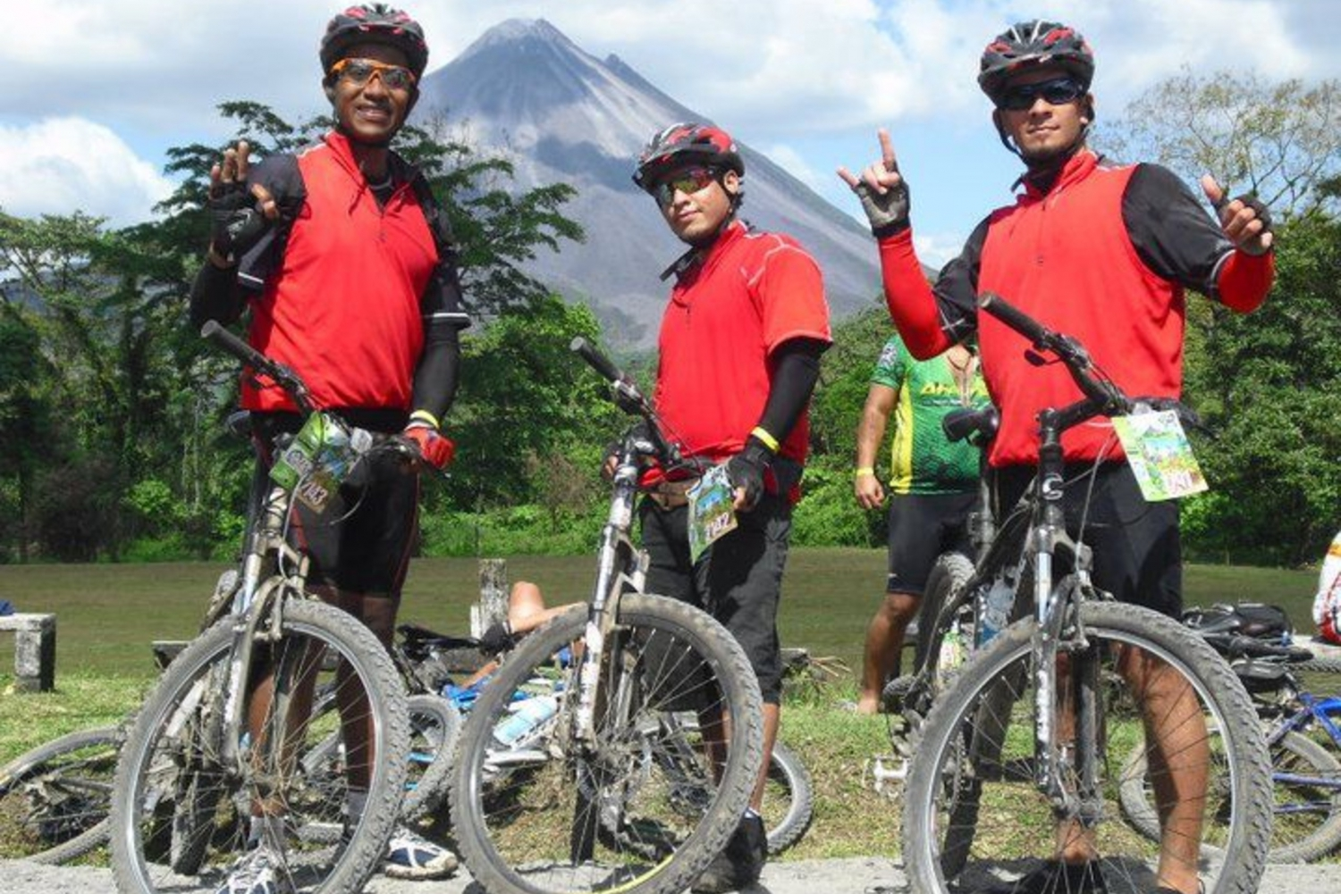 Lake Arenal: Half-Day La Fortuna Mountain Bike Ride
