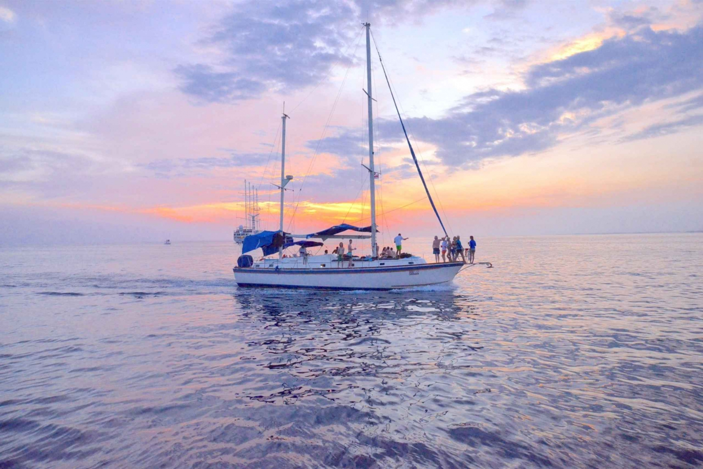 Manuel Antonio: Cruise with Snorkeling, Food & Drinks