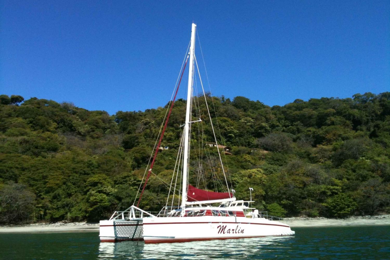 Playa Tamarindo: Sunset Sailing and Snorkeling Tour