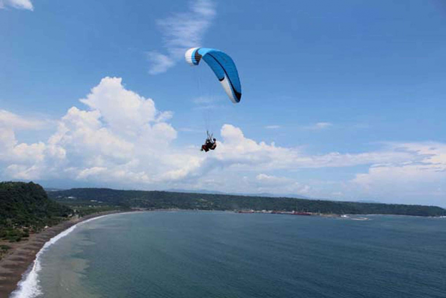 San José: Paragliding, Hot Springs and Wildlife Reserve