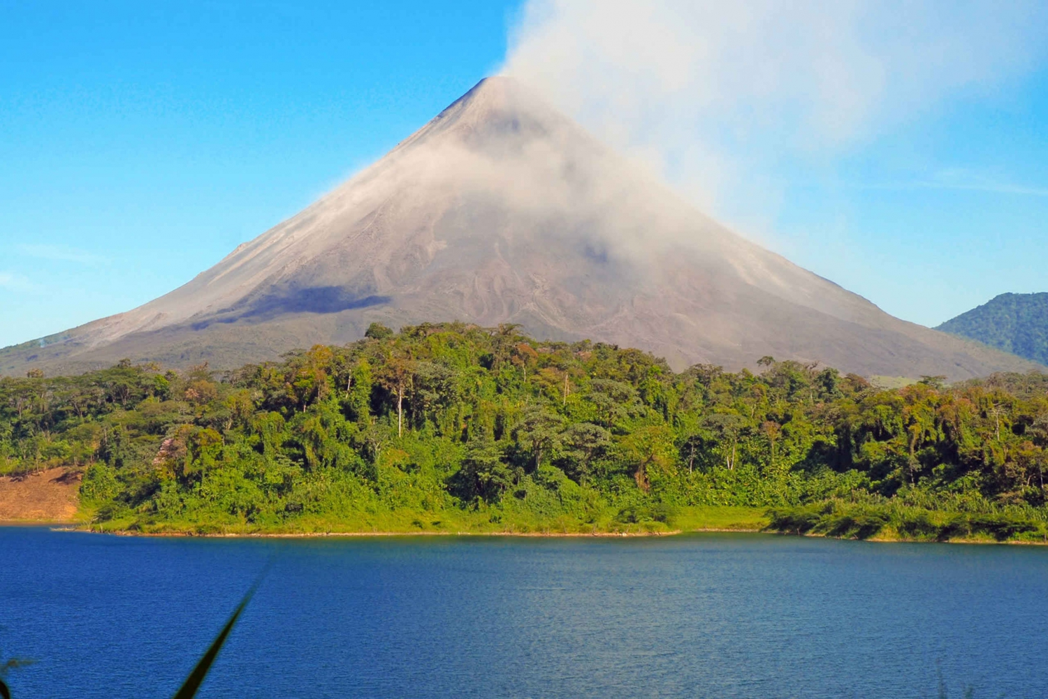 Transfer Through Arenal Lake From La Fortuna to Monteverde
