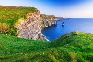 From Galway: Full-Day Cliffs of Moher and Sightseeing Tour