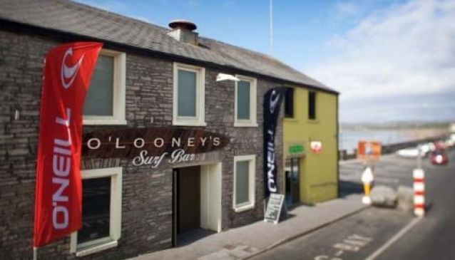 O'Looney's Surf Bar and Night Club