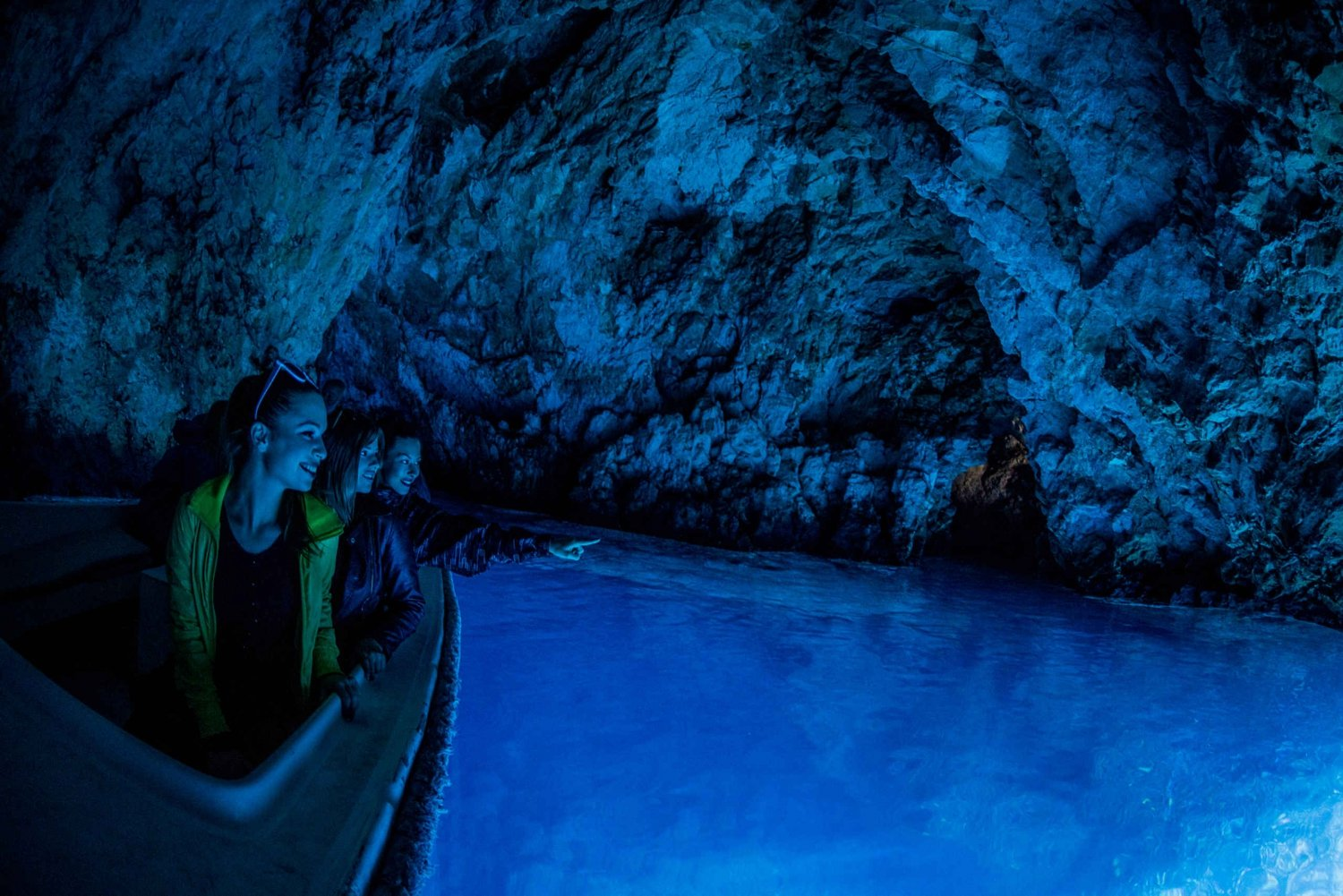Discover the Blue Cave and Six Island Tour