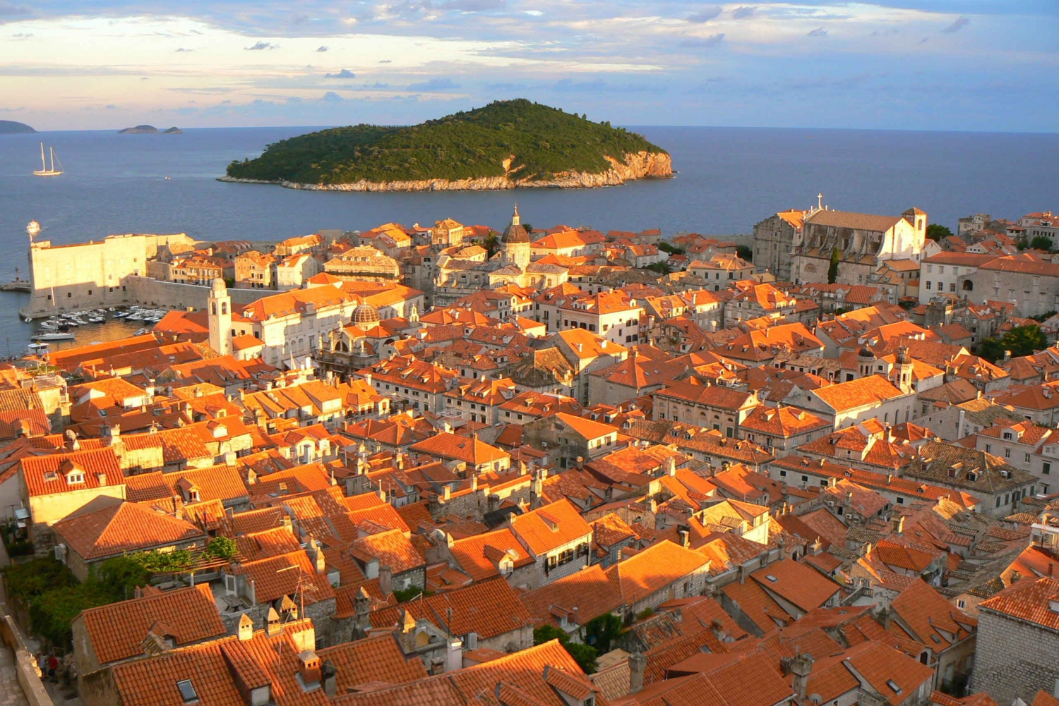 Dubrovnik: City Walls and Old Town Highlights Tour