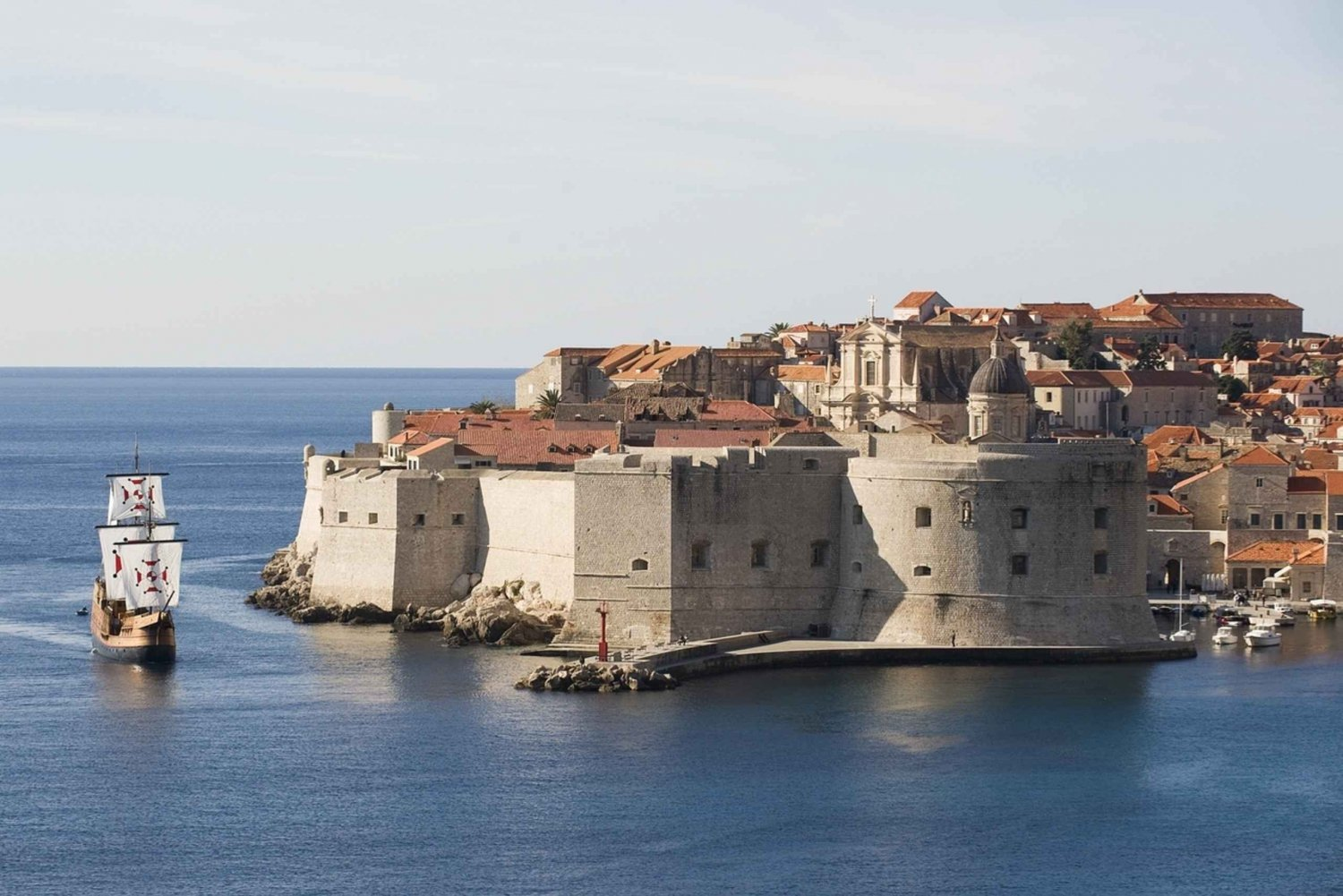 From Dubrovnik: 2-Hour Game of Thrones Tour & Cruise
