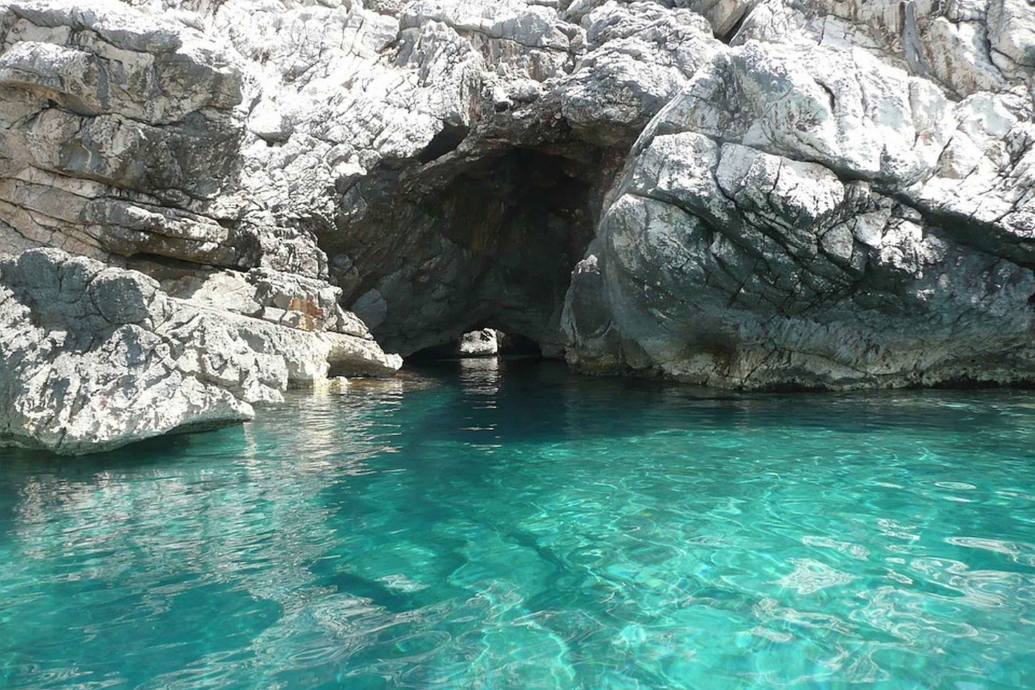 From Rabac: Cres Island and Blue Cave Boat Trip with Lunch