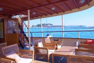 From Split: Brač and Šolta Island Cruise with Swimming