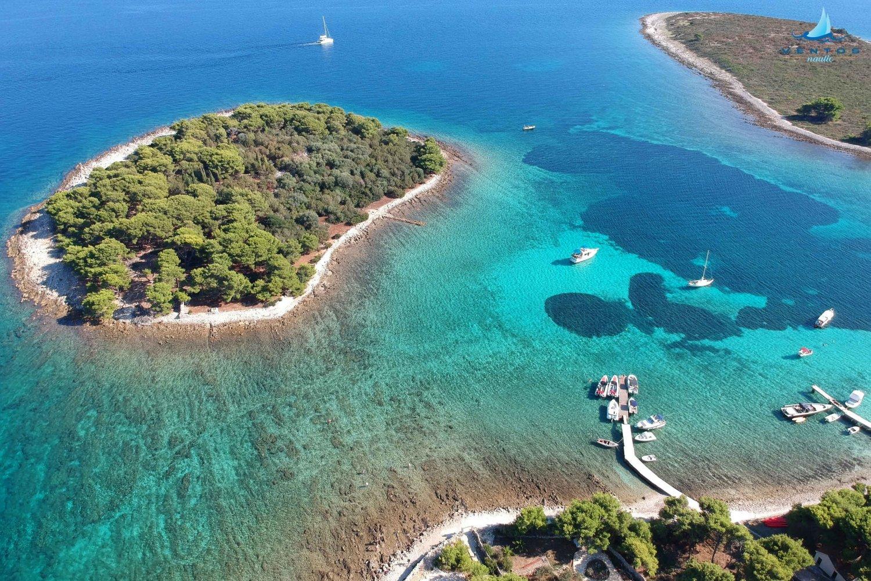 From Trogir to Split: Three Islands Half-Day Speedboat Tour