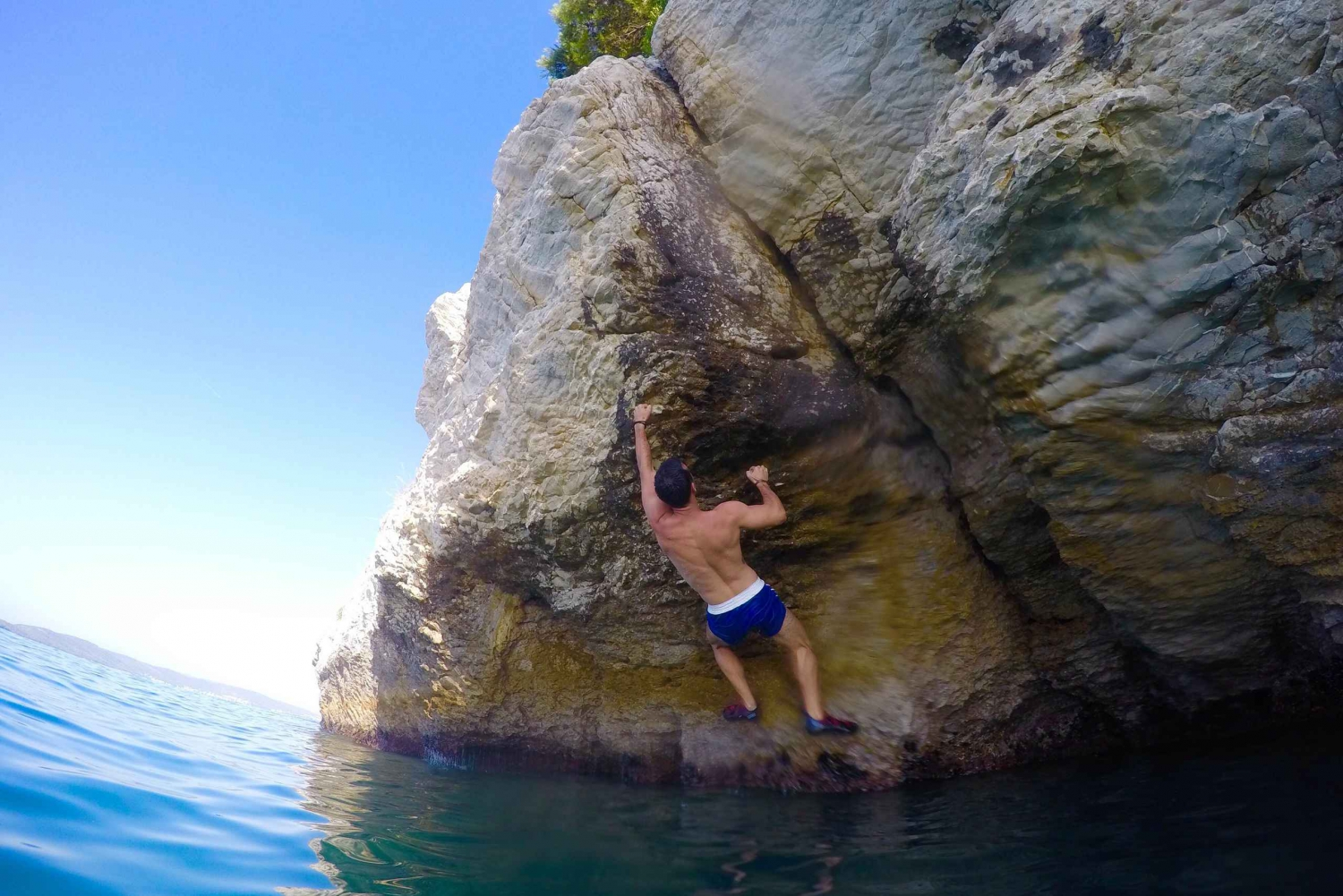 Split: Deep Water Solo & Cliff Jumping Experience
