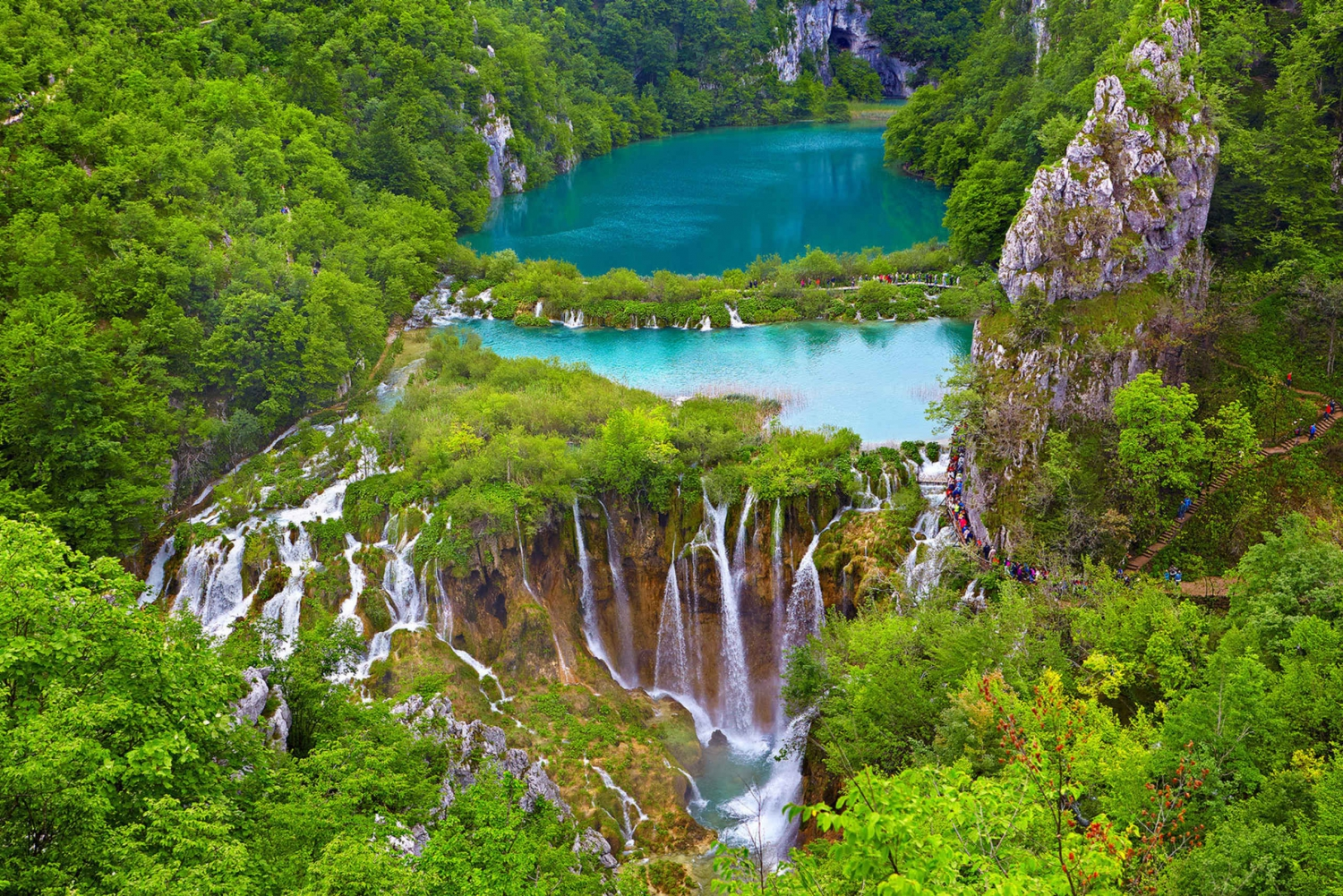 Transfer between Zagreb and Split: Stop at Plitvice Lakes