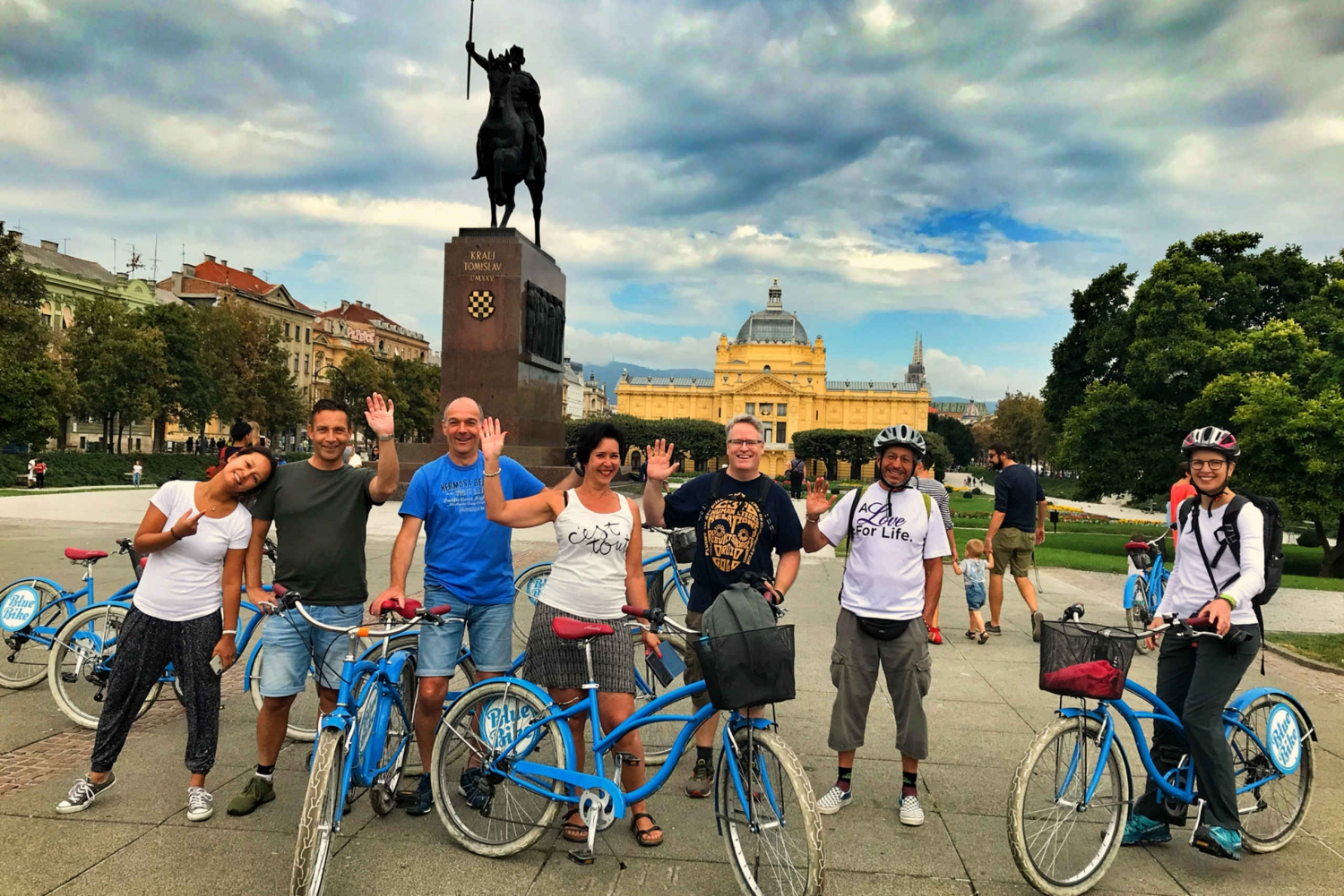 Zagreb: 2.5-Hour Highlights Bike Tour